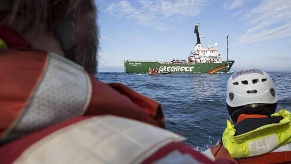 Активисты Гринпис начали акцию протеста у судна Академик Лазарев в Баренцевом море, архивное фото