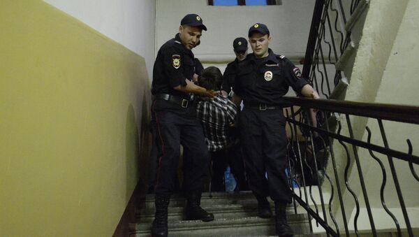 Силовики вскрыли квартиру, где были запрещенные агитматериалы