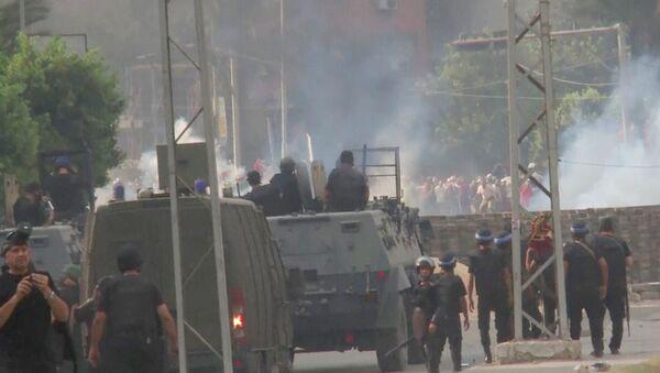 Полицейские стреляли и распыляли газ при разгоне лагеря исламистов в Египте