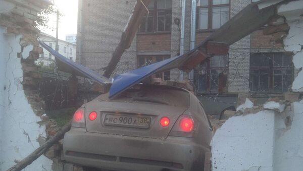 Водитель иномарки уснул за рулем и протаранил забор в центре Томска