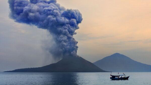 Вулкан Кракатау, Индонезия