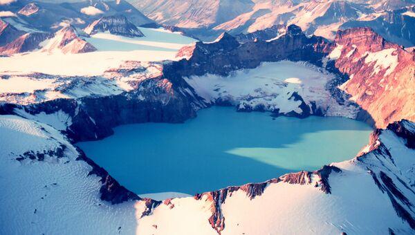 Кратерное озеро вулкана Катмай