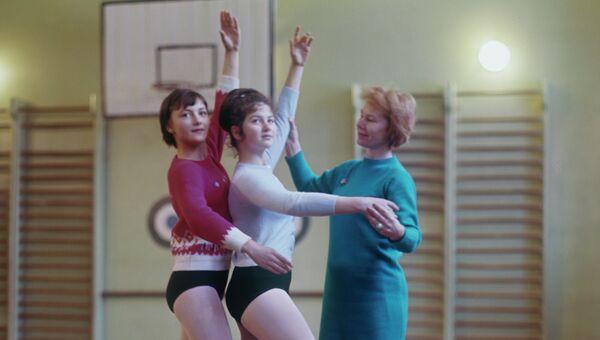 Марианна Боголюбская ведет занятия экспериментальной хореографической группы