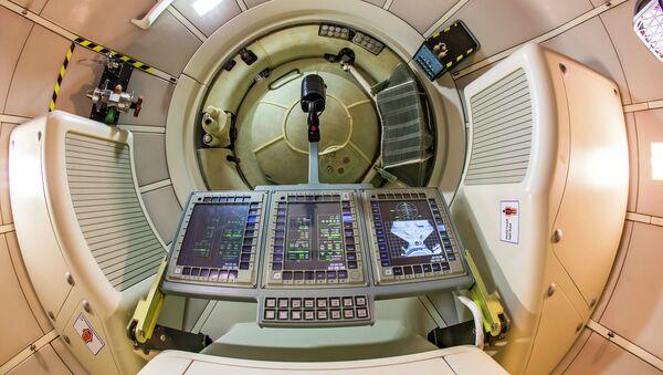 Полномасштабный макет пилотируемого транспортного космического корабля нового поколения на авиакосмическом салоне МАКС-2013