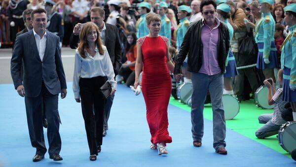 Звезды мирового кино Изабель Юппер (вторая слева) и Майкл Мэдсен (справа) на открытии кинофестиваля Меридианы Тихого во Владивостоке, 7 сентября 2013 года