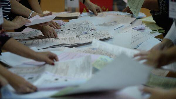 Подсчет голосов на выборах, фото из архива