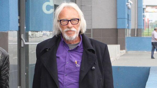 Пьер Ришар в аэропорту Владивостока 12 сентября