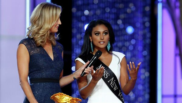 Мисс Нью-Йорк Нина Давулури на конкурсе Мисс Америка