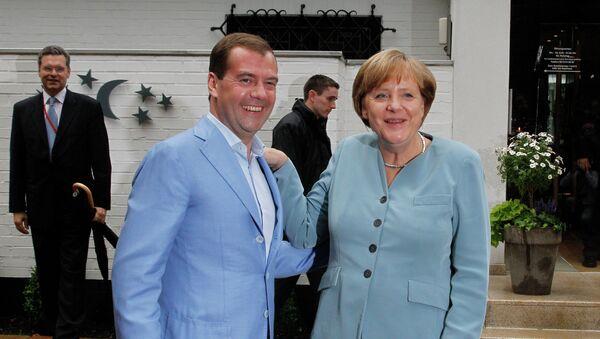 Президент России Дмитрий Медведев и канцлер ФРГ Ангела Меркель. Архивное фото