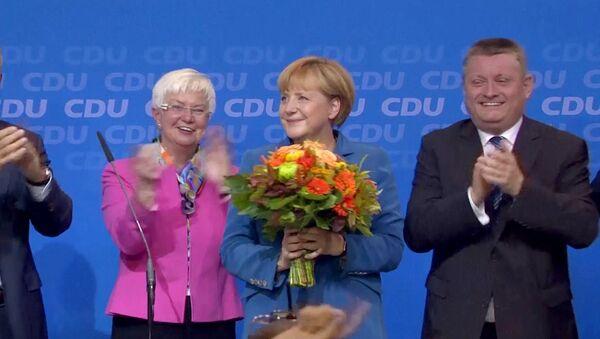 Сторонники Меркель песнями поздравили ее с победой на парламентских выборах