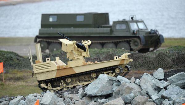 Боевой робот, вооруженный пулеметом Корд. Архивное фото