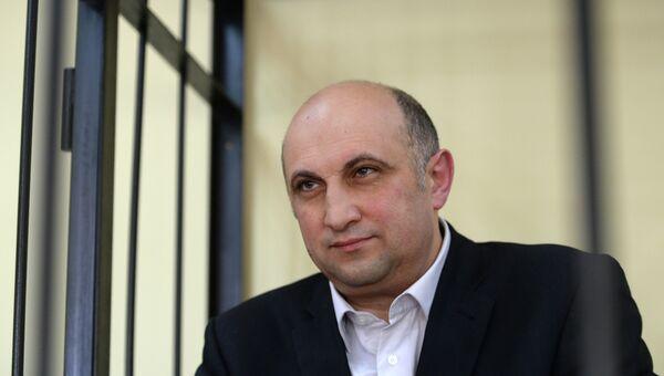 Первый заместитель губернатора Новгородской области Арнольд Шалмуев в зале суда, архивное фото