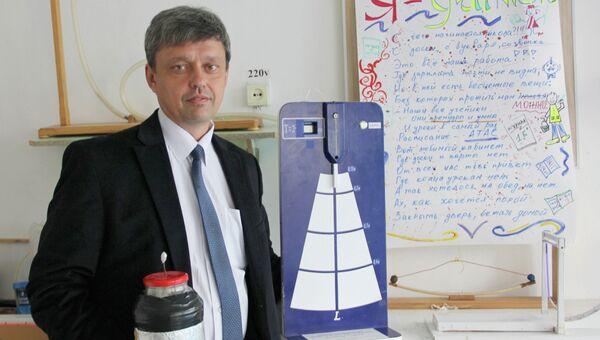 Преподаватель физики школы №49 Сергей Колпаков, финалист всероссийского конкурса Учитель года - 2013. Архивное фото