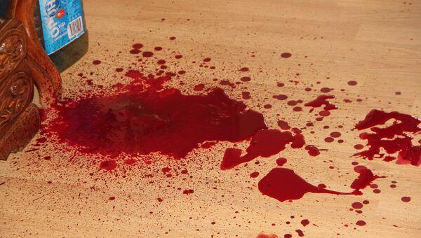 Неизвестный ранил двоих и двоих облил бензином в офисе Владивостока