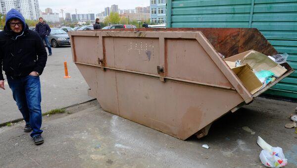 Мусорный контейнер в микрорайоне Салтыковка в Балашихе. Фото с места события