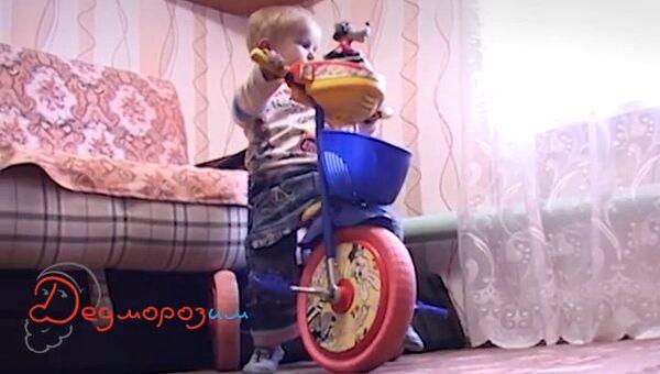 Тяжело больной трехлетний Максим Мельков, архивное фото