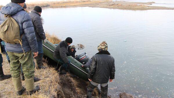 Поиски пропавших пассажиров, затонувшей в Туве машины