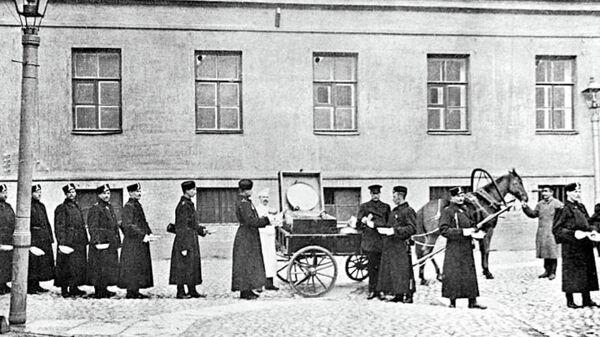 Резерв Санкт‑Петербургской полиции. Походная кухня городовых. Санкт‑Петербург, Россия, 1913