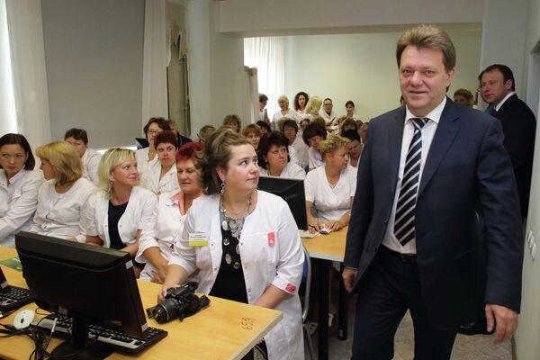 Иван Кляйн на встрече с избирателями в родильном доме №4, Томск