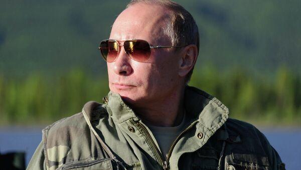 Президент России Владимир Путин во время рыбалки в Республике Тыва. Архивное фото