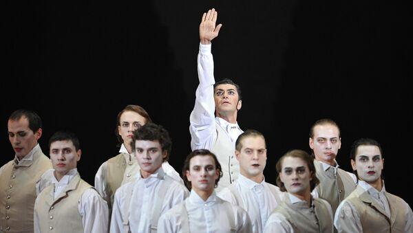 Артист балета Николай Цискаридзе в сцене из балета. Архивное фото
