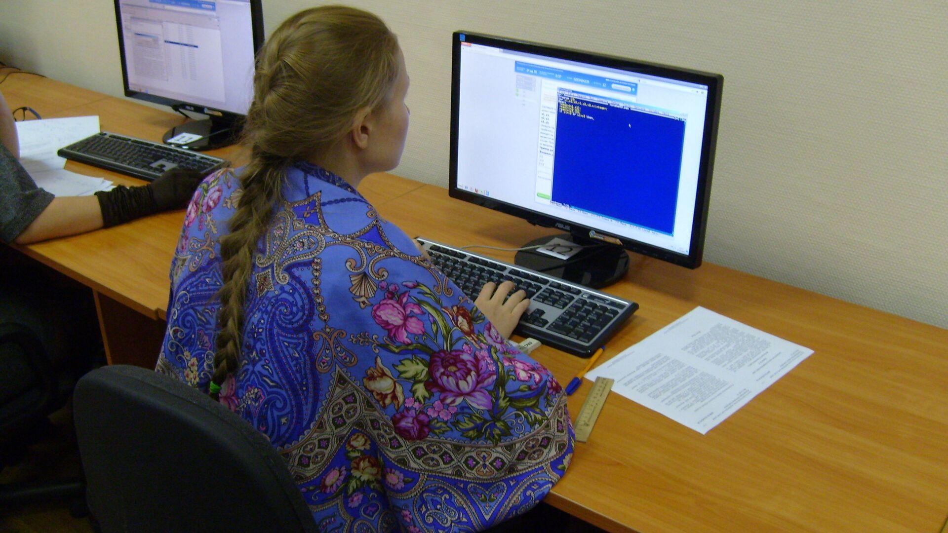 Новосибирские школьники в октябре сдали Единый госэкзамен по английскому языку и информатике в новом формате. - РИА Новости, 1920, 27.04.2021