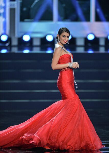 Участница конкурса Мисс Вселенная-2013 из России Эльмира Абдразакова во время полуфинала
