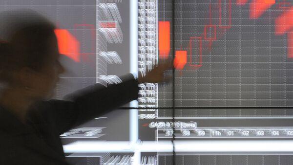 Работа офиса фондовой биржи РТС. Архивное фото