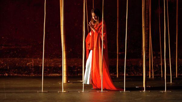 Сцена из спектакля Питера Брука Волшебная флейта