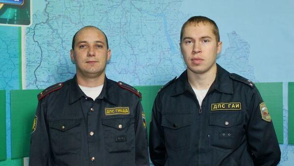 Старшие лейтенанты полиции Сергей Кириченко и Андрей Попов