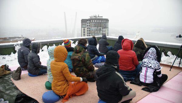 Коллективная 12-часовая медитация во Владивостоке. Фото с места события