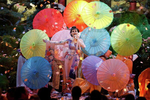 Американская певица Кэти Перри на 41-й церемонии American Music Awards