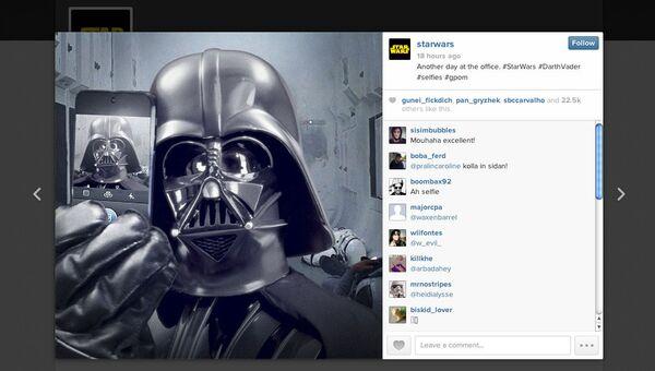 Пост с изображением селфи героя Звездных Войн Дарта Вейдера
