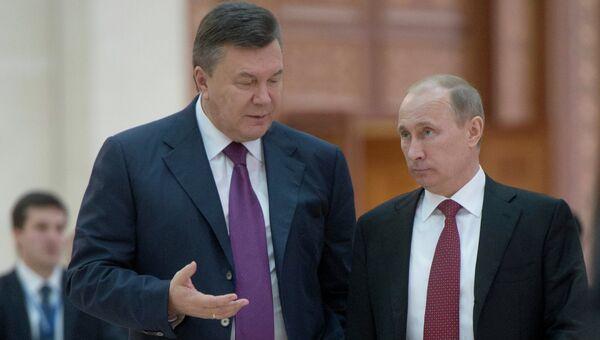 Президент России Владимир Путин (справа) и президент Украины Виктор Янукович, архивное фото