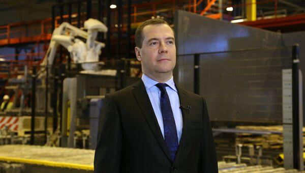 Дмитрий Медведев во время записи обращения для личного видеоблога. Фото с места события