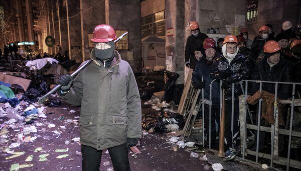 Сторонники евроинтеграции на баррикадах на площади Независимости в Киеве. Архивное фото