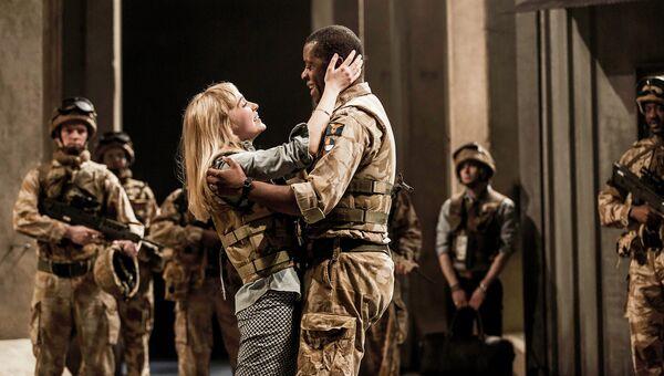 Сцена из спектакля Отелло в постановке Королевского национального театра
