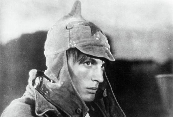 Кадр из фильма Павел Корчагин, 1957 год. В роли Павла Корчагина артист Василий Лановой