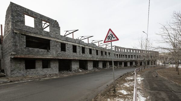 Обрушившая постройка из шлакоблоков на улице Сабанеева во Владивостоке