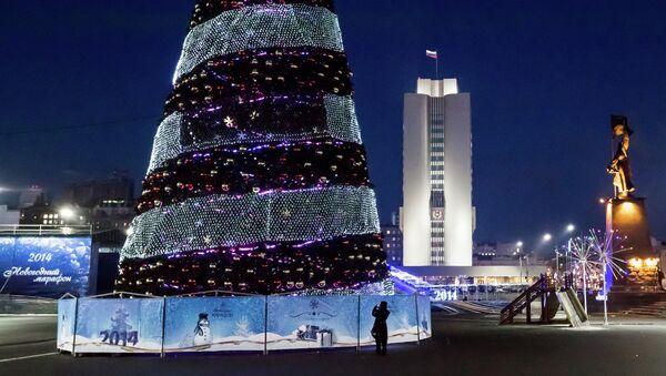Главная площадь Владивостока в новогоднем убранстве. Архивное фото