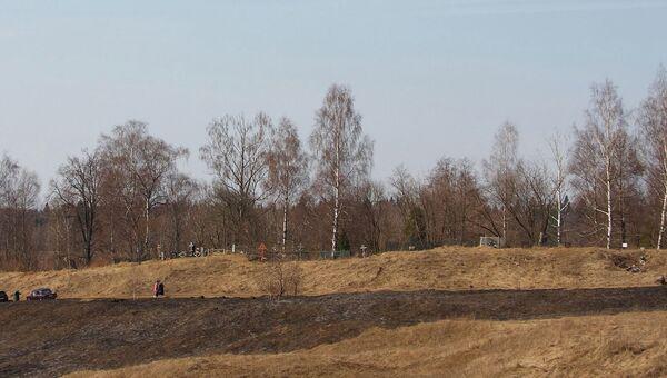 Современный вид на крепостной вал в Радонеже, архивное фото