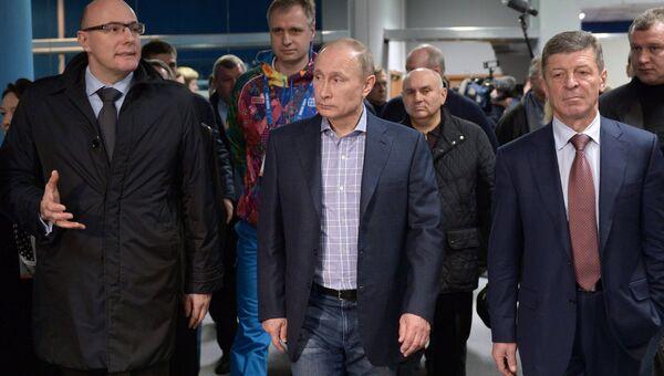 Владимир Путин во время посещения медиацентра Олимпийских игр в Сочи. Событийное фото