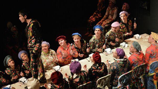 Сцена из спекталя Мертвые души в постановке режиссера Николая Коляды. Архивное фото