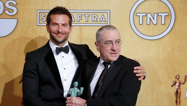 Брэдли Купер и Роберт де Ниро получили приз Гильдии киноактеров США за фильм Афера по-американски. Фото с места события