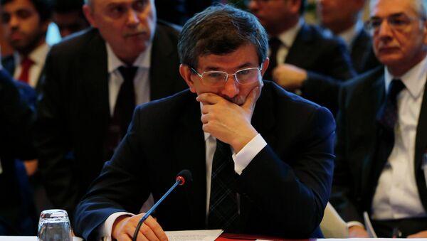 Министр иностранных дел Турции Ахмет Давутоглу на конференции Женева-2 в Монтре