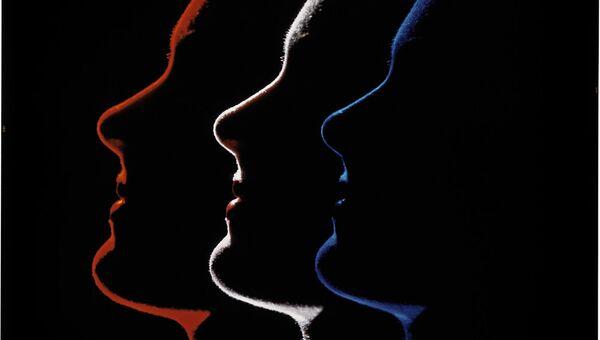 Эрвин Блюменфельд. Три профиля. Вариант фотографии, опубликованной в Photograph Annual к статье Цвет и свет. 1952. Коллекция Генри Блюменфельда