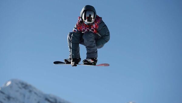 Алексей Соболев (Россия) в квалификации в дисциплине слоупстайл на соревнованиях по сноуборду среди мужчин на XXII зимних Олимпийских играх в Сочи
