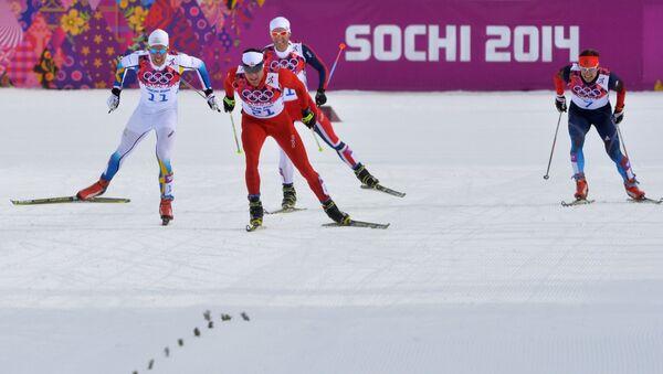 Слева направо: Маркус Хельнер (Швеция), Дарио Колонья (Швейцария), Мартин Йонсруд Сундбю (Норвегия), Максим Вылегжанин (Россия) на финише скиатлона