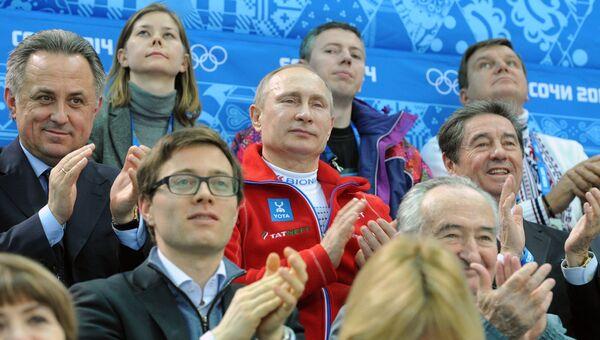 В.Путин посетил соревнования по фигурному катанию, архивное фото