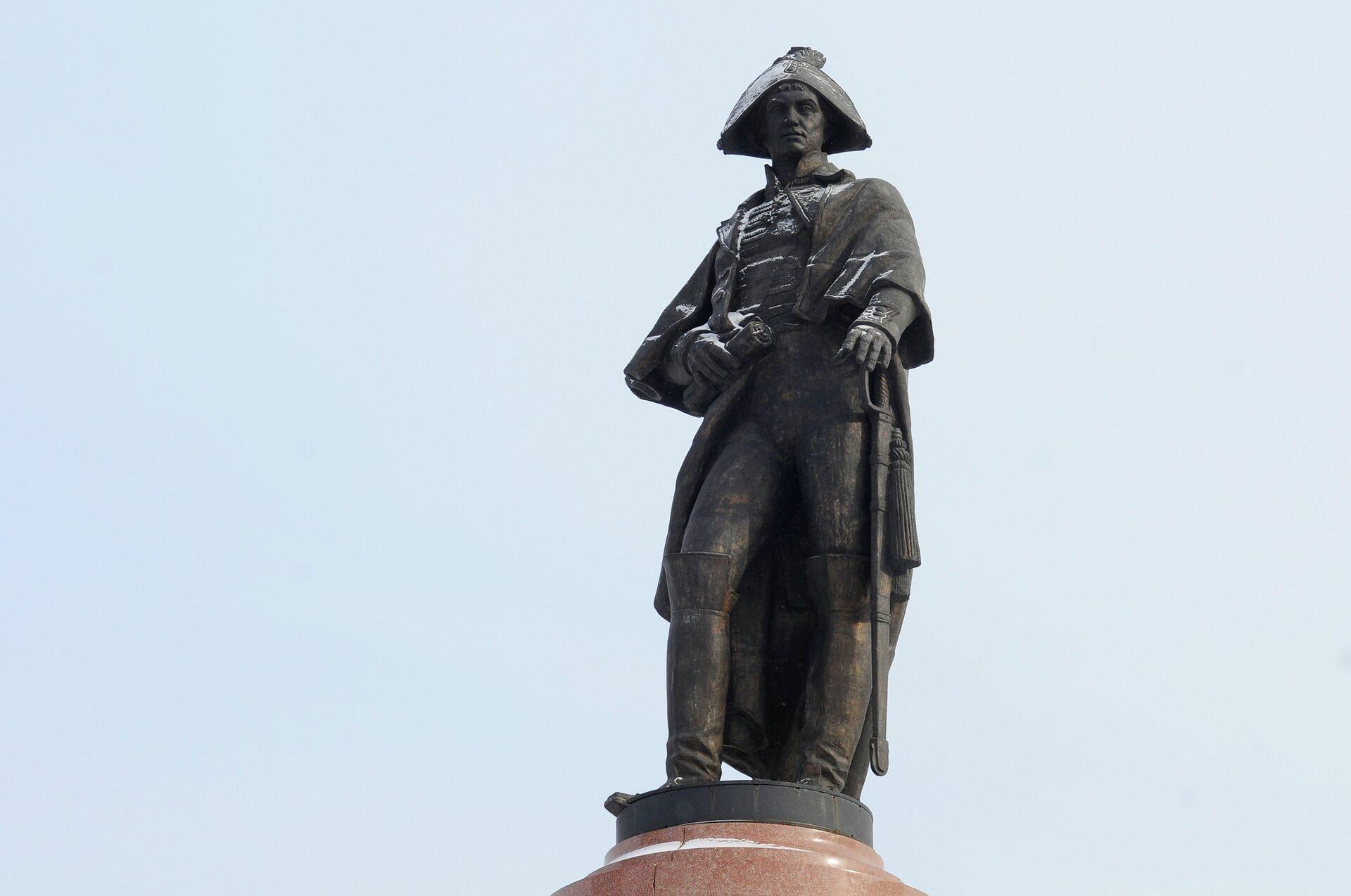 Памятник командору Николаю Резанову в Красноярске - РИА Новости, 1920, 04.04.2021